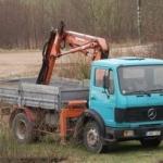 Bortinis sunkvežimis su hidromanipuliatoriumi
